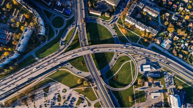 Carrefour et Altarea qui signent un partenariat pour transformer trois sites commerciaux en projets urbains mixtes, La Banque des Territoires et Brownfields qui créent la Foncière des Générations, Arcadis qui recrute quatre nouveaux directeurs… Décideurs vous propose une synthèse des actualités immobilières et urbaines du 8 février 2021.
