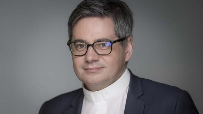 Humaniser la technologie n'a jamais été aussi urgent. Le prêtre dominicain Éric Salobir, fondateur et président du réseau Optic Technology, nous explique pourquoi c'est un enjeu stratégique pour les entrepreneurs de la tech.