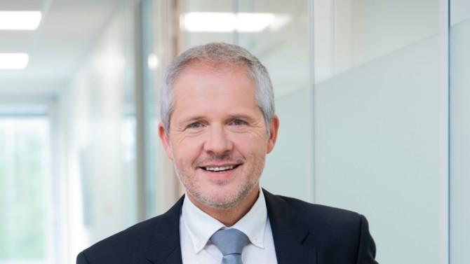 Le secteur de la distribution connaît de grands remaniements. Le directeur général adjoint d'Aldi France, Franck Johner, revient sur la reprise de plus de 500 magasins de l'enseigne française de hard-discount Leader Price et ses conséquences.