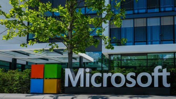 Microsoft a bien failli se faire bousculer par plus agile. Comment le géant de Redmond est-il parvenu à inverser la tendance ? La réponse tient en deux mots : growth mindset. Zoom sur cette dynamique de l'apprentissage insufflée par le CEO, Satya Nadella.