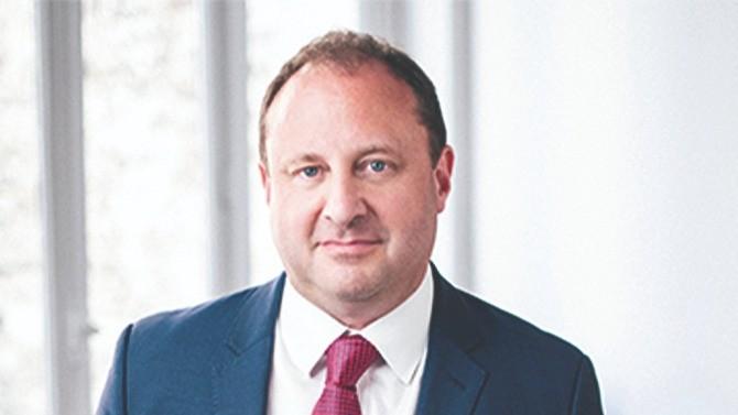 Julien Naginski conseille sociétés, entrepreneurs et fonds d'investissement dans leur stratégie de développement dans le secteur minier, de l'énergie, de l'infrastructure, de la distribution et de l'industrie depuis une vingtaine d'année. Tour d'horizon.