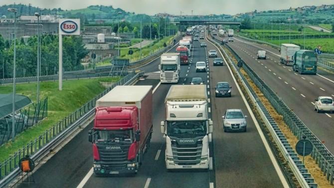 Les condamnations d'un important cartel de constructeurs de camions entraînent la possibilité pour les entreprises lésées de demander réparation. En infligeant aux fabricants cartelistes des amendes record de 3,8 milliards d'euros, l'UE a dans le même temps renforcé les droits des requérants. Analyse de l'état de ces poursuites par la fondation Unilegion.