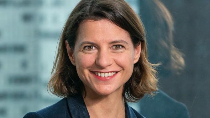 Directrice générale d'Engie depuis janvier, Catherine MacGregor a effectué la majeure partie de sa carrière dans le secteur parapétrolier. Pour autant, elle est alignée avec l'un des principaux objectifs du groupe : participer à la transition énergétique.