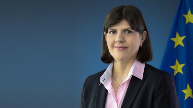 Ancienne sportive de haut niveau et icône de la lutte contre la corruption en Roumanie, la magistrate Laura Codruța Kövesi est la première procureure générale européenne. Nommée le 19 septembre dernier par le Parlement européen et le Conseil de l'Union européenne, elle attend toujours la désignation des procureurs européens délégués par les États. Retardées par la crise sanitaire, ces nominations mettront prochainement le parquet européen en ordre de marche.
