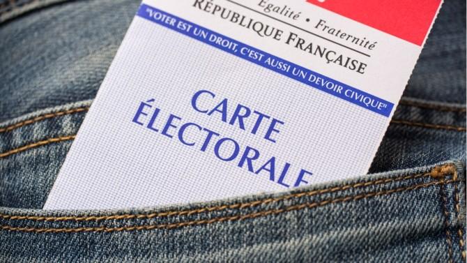 Emmanuel Macron candidat des classes moyennes, des seniors et des très jeunes. Marine Le Pen plus que jamais souveraine dans les milieux populaires où la social-démocratie a disparu, une droite qui ne parle plus aux nouvelles générations… Voici une analyse détaillée du corps électoral à un an du premier tour.