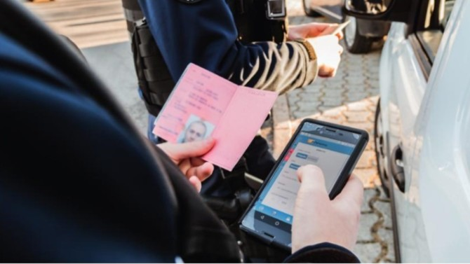 Il y a un an, plusieurs organisations professionnelles, parmi lesquelles figurait le Conseil national des barreaux (CNB), avaient demandé l'annulation de l'acte règlementaire permettant la création de l'application mobile GendNotes, destinée à faciliter la récolte de data par la gendarmerie nationale. Le Conseil d'État vient de leur donner partiellement raison.
