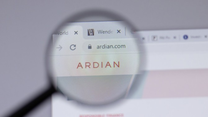 """Le fonds Ardian établit un nouveau record en annonçant avoir levé 7,5 milliards d'euros pour son véhicule d'investissement LBO middle market. Au-delà du montant, la société confirme sa force d'attraction à l'égard des LPs mais aussi le virage de sa stratégie d'investissement en faveur du """"développement durable""""."""