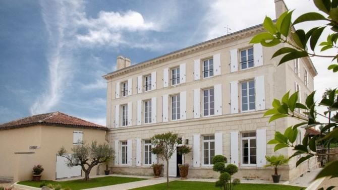 Née dans les années 1960 en Charente, l'entreprise familiale spécialisée dans le cognac a connu en 2019 une véritable accélération de sa croissance, qu'elle réussit à maintenir malgré la crise. Pour se développer, la Distillerie noue notamment des partenariats avec d'autres domaines.
