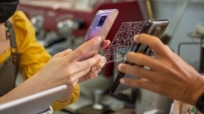 Avec la crise sanitaire, les entreprises ont accéléré leur digitalisation. Une accélération qui les oblige à initier leurs clients en les incitant ainsi à utiliser les nouveaux services numériques de consommation en pleine émergence.