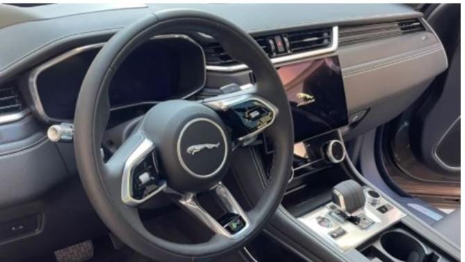 En plus des technologies intuitives, la nouvelle Jaguar F-PACE PHEV conjugue un concentré de performances et de design.