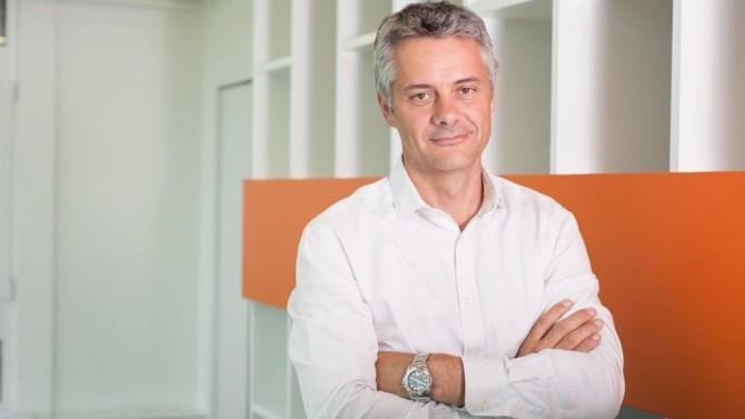Amazon France comptera 14 500 collaborateurs à la fin de l'année et se place aujourd'hui comme un acteur de la digitalisation. Frédéric Duval, son directeur général, détaille le positionnement du site pour accompagner et aider le plus grand nombre de marchands français à rattraper leur retard en la matière.