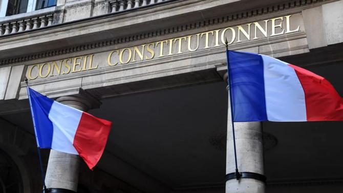 Le projet de modification de l'article 1 de la Constitution issu des 149 propositions des 150 citoyens de la Convention climata été adoptésans encombrepar l'Assemblée nationale le 16 mars dernier.Du côté du Sénat, l'adoption du texte ne se fera pas sans amendement, remettant ainsi en cause le référendum promis par Emmanuel Macron en décembre2020.