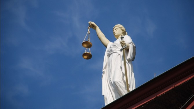 L'Élysée a annoncé le lancement des États généraux de la justice. Organisé à la rentrée, l'événement devrait se tenir sur plusieurs semaines et réunir magistrats, greffiers, avocats, notaires, huissiers de justice et autres acteurs du monde judiciaire.