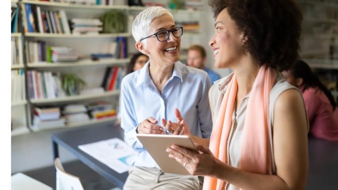 En adoptant l'Obsession Client, une entreprise qui investit dans l'expérience client ne doit pas négliger l'expérience collaborateur, au risque de passer à côté de son objectif. En effet, pour offrir une expérience client d'exception, il est vital de penser d'abord à la satisfaction des collaborateurs pour favoriser leur engagement envers les clients.