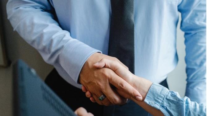 Amplegest et le Groupe Cyrus sont entrés en négociations exclusives pour l'acquisition de 100% du capital d'Amplegest par le Groupe Cyrus, sous réserve de l'autorisation de l'Autorité des marchés financiers.