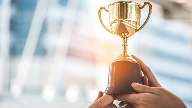 À l'occasion de la 21e édition du Prix du Club des Trente, l'association des directeurs financiers des grands groupes français a récompensé les meilleures opérations réalisées au cours de l'année 2020. Les lauréats sont Alstom pour le prix de la meilleure acquisition, Schneider Electric pour celui de la meilleure opération de financement et Stellantis qui se voit auréolé du Grand Prix.