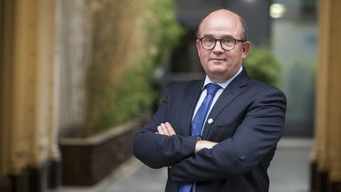 Accusé par l'Autorité des marchés financiers (AMF) d'avoir commis un manquement d'initié, Régis Lebrun s'engage à verser 225 000 euros au Trésor public, sans pour autant reconnaître l'abus de marché qui lui est reproché.