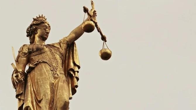 Le Conseil de l'ordre des avocats de Paris a mis en place mardi un dispositif exceptionnel dans le cadre de la tenue du procès de terroristes : les rémunérations perçues par les avocats des parties civiles seront en partie reversées à leurs confrères de la défense.