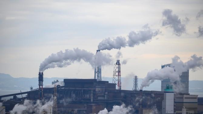 Malgré la menace d'une astreinte de 10 millions d'euros par semestre de retard prononcée il y a un an par le Conseil d'État, le gouvernement n'a toujours pas efficacement lutté contre la pollution de l'air.