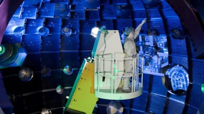 Le laboratoire américain Lawrence Livermore National Laboratory (LLNL) a annoncé le 17 août avoir battu le record de production d'énergie par fusion nucléaire. États, laboratoires et entreprises sont lancés dans ce qui s'apparente à une course au Graal énergétique. Décryptage.