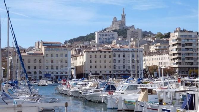 Le plan d'Emmanuel Macron pour Marseille, annoncé en grande pompe jeudi dernier au Pharo, ressemble à s'y méprendre à un lancement de campagne. Condensé des difficultés que traverse le pays, la deuxième ville de France sera-t-elle le laboratoire de la macronie 2.0 ?