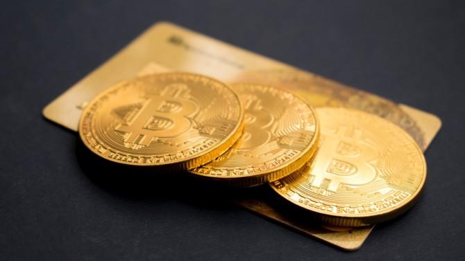À l'instar de la monnaie scripturale ou de la monnaie papier, les cryptomonnaies affrontent à leur tour des phases de scepticisme et d'optimisme de la part des institutionnels. Les monnaies virtuelles vont-elles réussir à traverser ce passage obligatoire vers l'institutionnalisation et l'acceptation de tous ?