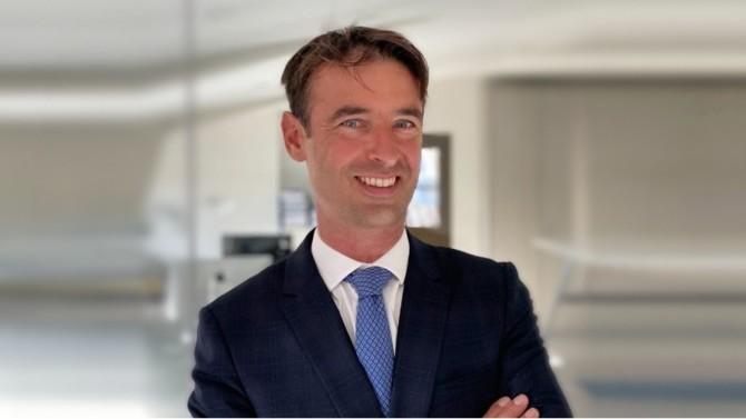 Après avoir bâti sa carrière auprès de collectivités locales et territoriales, Pierrick Raude intègre Rivière Avocats Associés en tant qu'associé senior. Il y prend la tête d'un nouveau département droit et stratégie de l'action publique.