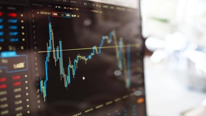 """Le groupe français OVHcloud, premier fournisseur européen dans le secteur des services informatiques dématérialisés (communément appelés """"cloud""""), vient d'annoncer l'approbation par l'Autorité des Marchés Financiers (AMF) de son document d'enregistrement. Il s'agit de la première étape en vue de son introduction en Bourse sur Euronext Paris."""