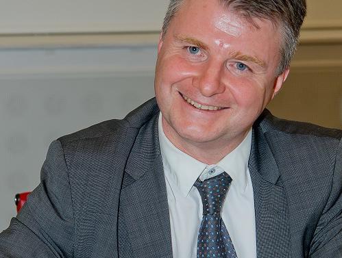 À l'initiative du professeur Éric Brousseau, l'université Dauphine crée la chaire gouvernance et régulation.