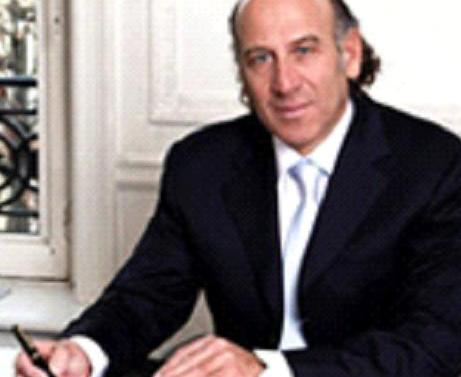 Le cabinet spécialisé en droit des affaires et en droit de la propriété intellectuelle a accompagné  le renouvellement du partenariat du Paris Saint-Germain avec le célèbre équipementier.