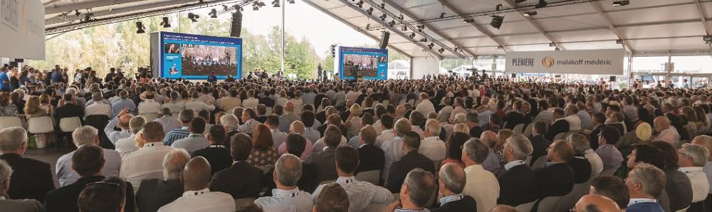 «Y croire et agir». C'est sous cette double injonction que Pierre Gattaz aura souhaité placer la 18eme édition de l'Université du Medef. Un appel à l'enthousiasme et à l'action adressé aux milliers de participants - dirigeants d'entreprises, auto-entrepreneurs, fondateurs de start-ups, managers… - rassemblés, deux jours durant, sur le campus d'HEC autant qu'à l'ensemble du pays et de sa classe politique. Convaincu que la France «a tout pour réussir» à condition de sortir de«l'incantation et de la critique puérile», le patron des patrons en a appelé à la mobilisation générale et à la confiance retrouvée. On y était.